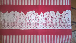 Tischläufer 50/145 rot/weiß mit Spitze