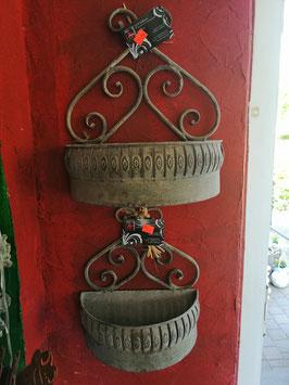 Wandhalterung für Blumen - hier im Bild unten die kleinere Variante