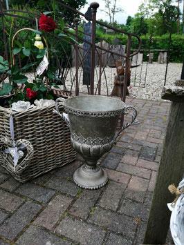 Pflanzpokal auf Fuß aus verzinktem Blech für den Innen- und Außenbereich geeignet