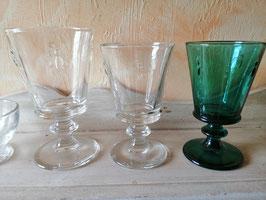"""Glas grün """"Biene"""" kleine Variante - hier im Bild rechts  - im Moment ausverkauft, kommen aber wieder rein!!!!"""