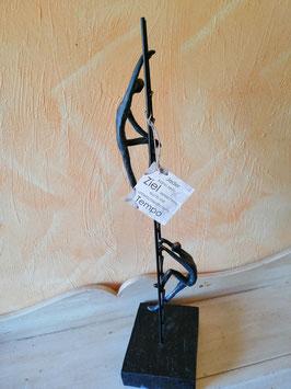 """Skulptur Leiter mit Menschen """"Jeder kann sein Ziel erreichen, auch mit unterschiedlichem Tempo!"""""""