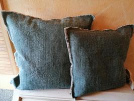 Kissenhülle 50 x 50 in olivgrün (hier im Bild die linke Variante) - kommen wieder rein!!!!