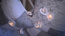 Lichterkette mit Holzherzen weiß