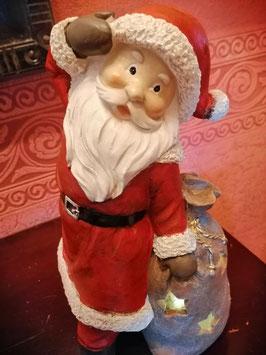nostalgischer Weihnachtsmann mit Bart und roter Mütze und rotem Mantel