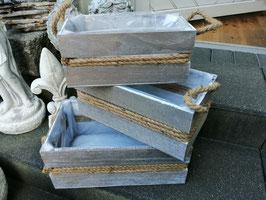 Pflanzgefäße aus Holz - naturfarben bis grau - hier die kleine Variante