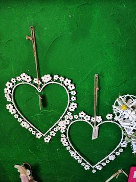 Metallherz flach zum Hängen mit kleinen Blümchen - shabbylook