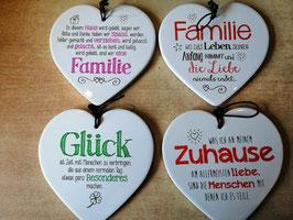"""Spruchherz """"In diesem Haus wird gelebt .... Familie"""" in glasierter Keramik"""