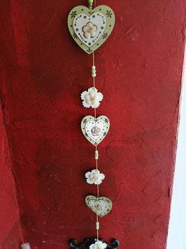 Herzenkette zum Hängen aus Holz grün- weiß