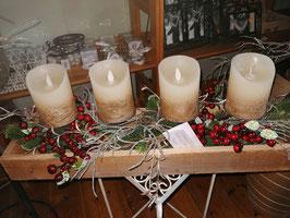 Weihnachtsgesteck/Weihnachtsschale mit 4 LED-Kerzen