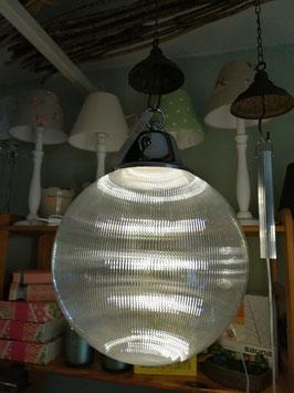 Leuchtkugel mit LED-Licht aus Kunststoff zum Hängen (hier im Bild kleine Variante)