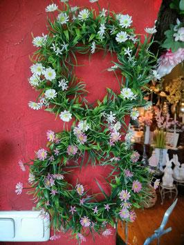 Türkranz, Fensterkranz, Osterkranz Gänseblümchen (hier im Bild oben die cremefarbene Variante