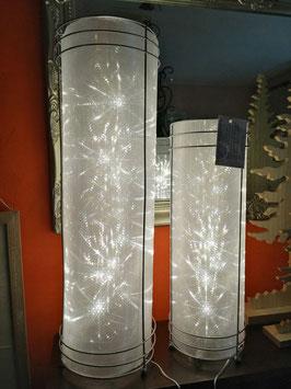 Weihnachtsbeleuchtung/Beleuchtung Zylinder (Stahlgestell mit Folie) hier im Bild die links die große Variante