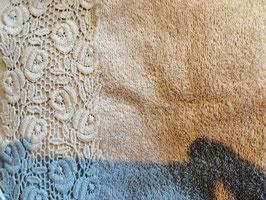 Handtuch 50 x 100 cm in sand mit Rosenbordüre
