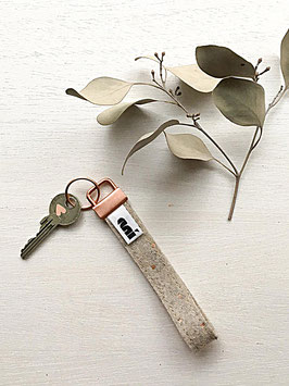 Schlüsselanhänger aus Filz, Hellgrau/Kupfer