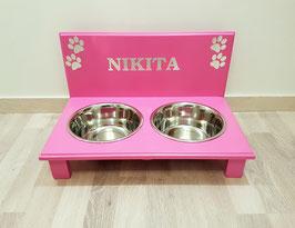 Hundefutterbar mit 2 Näpfen, pink, 2 x 1500 ml. 4 Pfoten + Namen (chrom)