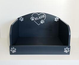 Hundebett, Hundesofa in anthrazit mit Namen in Herz in Silber. Auswahl: mit oder ohne Kissen