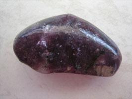 Lepidolith Trommelstein 33 x 19 mm