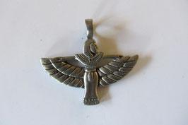 Isis Anhänger mit Flügeln, Herrin des Himmels, aus Zinn poliert 32 x 35 mm