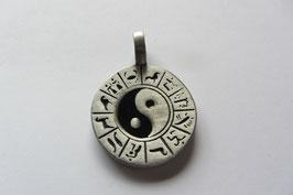 Yin Yang Anhänger Zinn matt,  mit Tierkreiszeichen, 37 x 27 mm