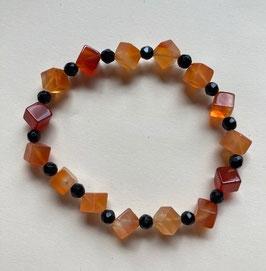 Karneol Würfel Armband 6 mm, mit fac. Onyx Perlen 4 mm, 18 cm, elastisch Stretchband