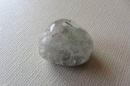 Bergkristall mit Chlorit Trommelstein 24 x 20 mm