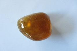 Calcit - Honigcalcit Trommelstein 24 x 23 mm
