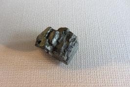 Pyrit  Würfel Anhänger gebohrt, ganz kleine Bohrung, 16 x 9 mm