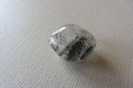 Bergkristall mit Chlorit Trommelstein 31 x 17 mm