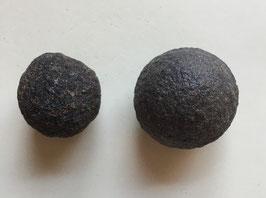 Moqiu Marbles Paar -  Größeweiblich  30 mm Durchmesser, männlich  35 x 30 mm, Gewicht 55 Gramm - Utah USA