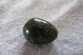 Nephrit (Jade) Trommelstein 26 x 21 mm