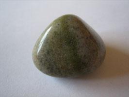 Grünquarz Trommelstein 25 x 20 mm