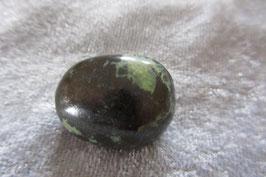 Nephrit (Jade) Trommelstein 28 x 19 mm