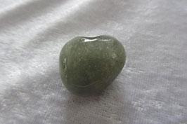 Aventurin grün Trommelstein 25 x 20 mm