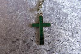 Kreuz Anhänger 35 x 20 mm mit grünen Mosaikplättchen und silberfarbiger Kette 50 cm lang