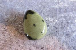 Serpentin (Chyta) Anhänger gebohrt 25 x 21 mm