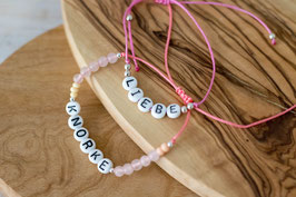 Perlenarmbändchen mit Schrift