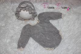 2tlg. Set Spitzen Rüschen- Romper langarm mit Rüschen-Häubchen grau