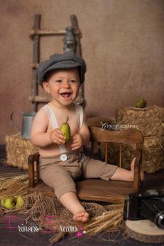 Strick Trägerhose Hose Sitzkinder  ca. 6-12 Monate