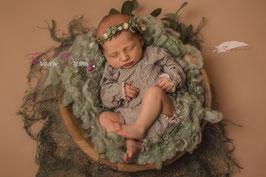 Blumenkranz zum Binden ab Newborn grün, echte Beeren weiß