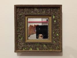 Encadrement en carton pour miroir de 11 x 11 cm .