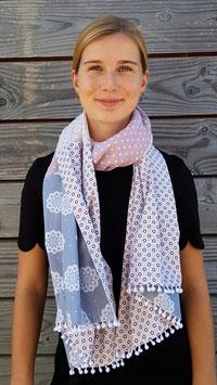 Long foulard aux couleurs douces