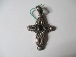 Croce in argento con topazio rosso