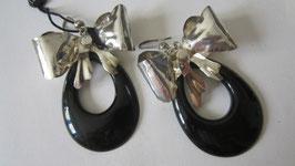 Orecchini a fiocco in argento e resina nera