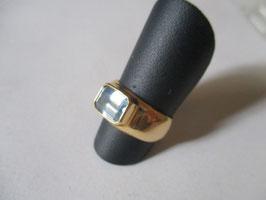 Anello oro con topazio azzurro taglio smeraldo
