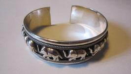 Bracciale in argento con motivi ornamentali ad elefanti