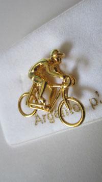 Spilla a forma di ciclista