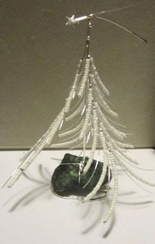 Albero di Natale in argento e perline su Zoisite