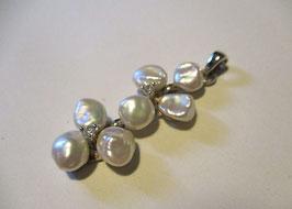 Ciondolo con perle naturali di acqua dolce e zirconi