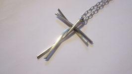 Croce realizzata a mano  con catenina (cr2)