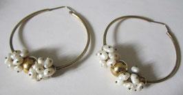 Orecchini a cerchio  placcati con perle di fiume